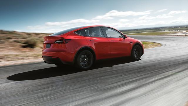 Tesla Model Y komt verder met volle accu dan gedacht