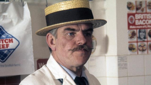 Britse acteur Windsor Davies (88) van 'Oh moeder, wat is het heet' overleden