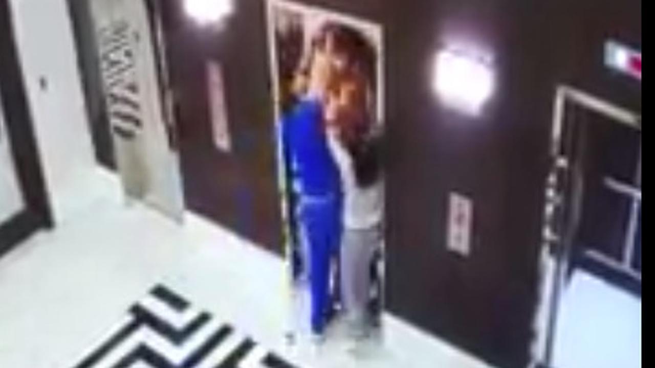Man redt hond in VS die met riem wordt meegesleurd door lift