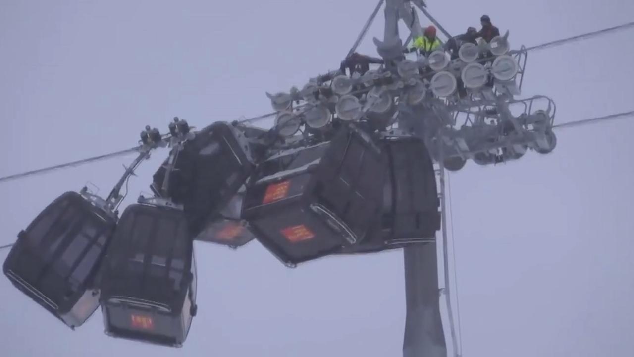 Vijf skigondels in Oostenrijk botsen tegen elkaar door harde wind