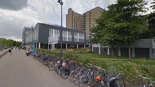 Amateurs proberen operatierobot uit op neppe buik in Catharina Ziekenhuis