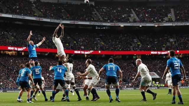 Engeland aan kop in Six Nations na moeizame zege op Italië