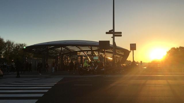 Politie verricht arrestaties metrostation Noorderpark na zwartrijden