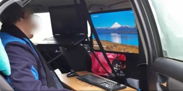 Brabander creëert thuiswerkplek in auto om even weg te zijn van kinderen