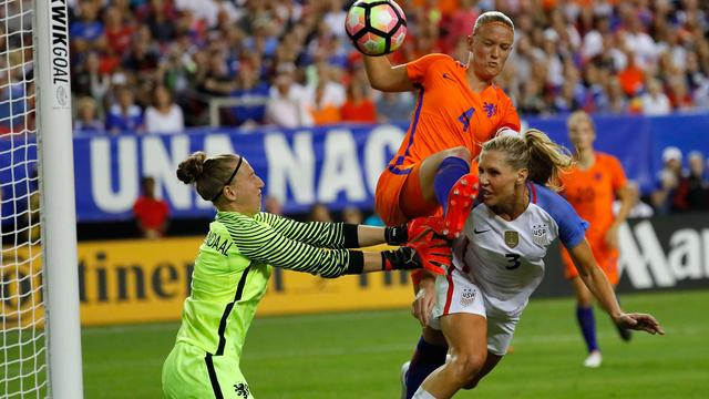 Voetbalsters onderuit in oefenduel met wereldkampioen VS