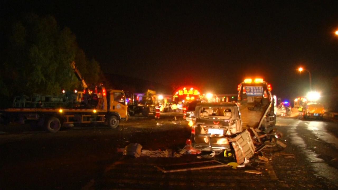 Zeker veertien doden bij groot verkeersongeluk China