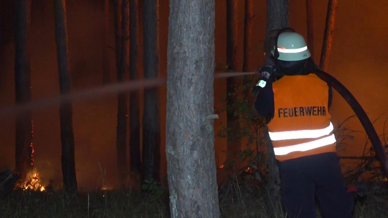 Grote bosbrand bedreigt dorpen nabij Berlijn