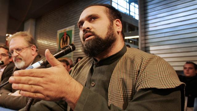 Omstreden ex-imam Haselhoef om het leven gekomen bij auto-ongeluk.