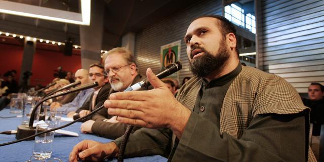 Omstreden ex-imam Haselhoef (49) om het leven gekomen bij auto-ongeluk
