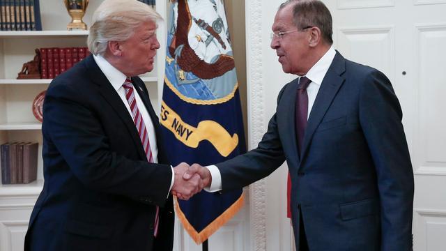 Trump vindt dat hij 'alle recht' heeft om informatie te delen met Lavrov