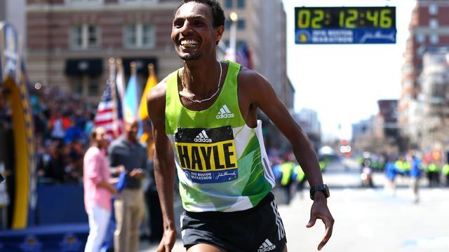 Ethiopiër Hayle wint Marathon van Boston, Nageeye achtste