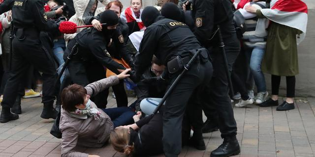 'Lukashenko lijkt Belarus te verkopen voor hulp van Kremlin'