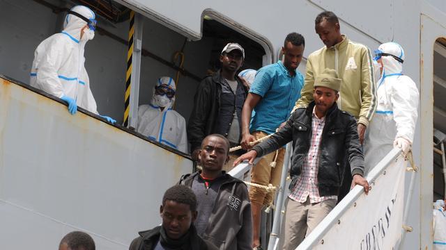 Italië haalt in dag tijd bijna duizend migranten van zee
