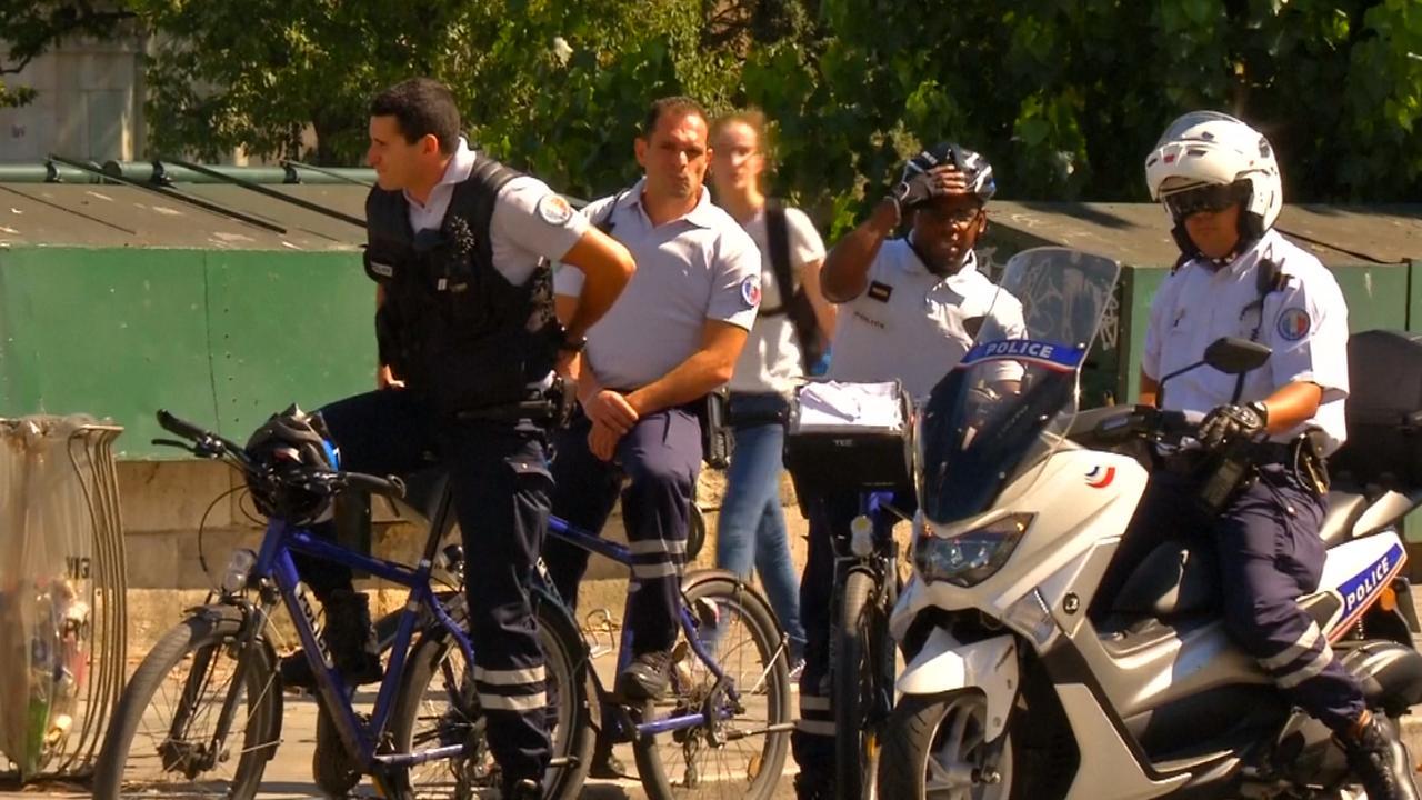 Auto met zeven gascilinders gevonden in auto bij Seine in Parijs