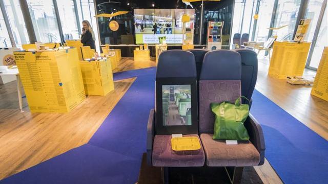 Tijdelijke winkel met NS-merchandise op Utrecht Centraal