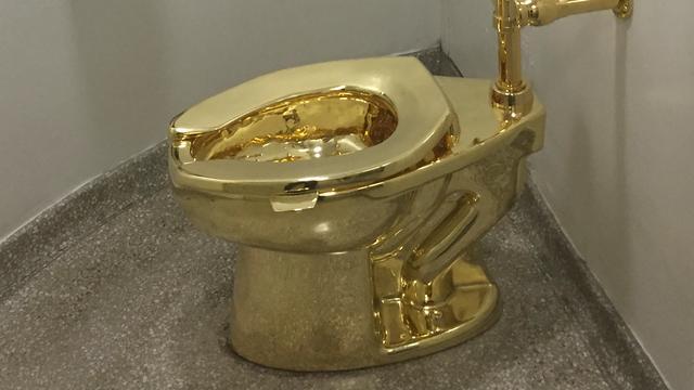 Guggenheim Museum biedt Trump gouden toiletpot aan