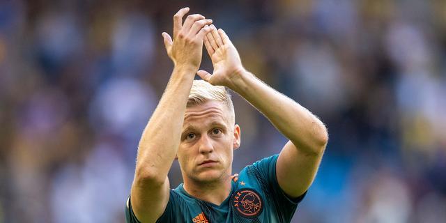 Directeur Overmars verwacht dat begeerde Van de Beek bij Ajax blijft