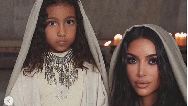 Kim Kardashian laat zichzelf en drie van haar kinderen dopen in Armenië