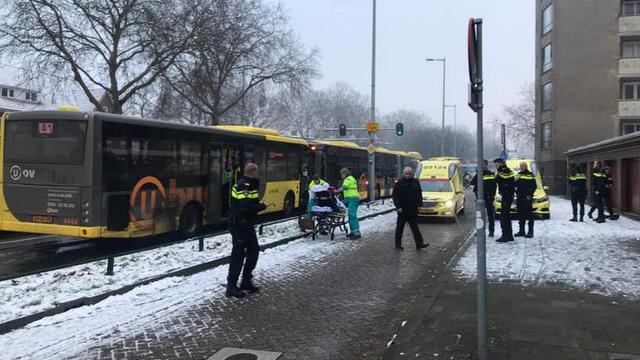 Tien personen lichtgewond na kopstaartbotsing bussen op Rubenslaan