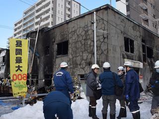 Reddingswerkers konden vijf mensen op tijd uit het gebouw halen