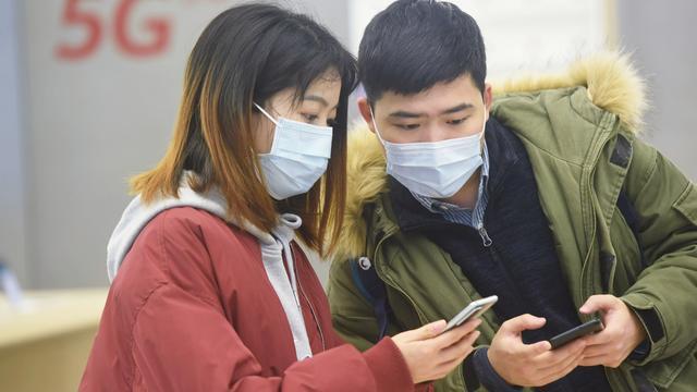Hoe complottheorieën over 5G en het coronavirus zich verspreiden