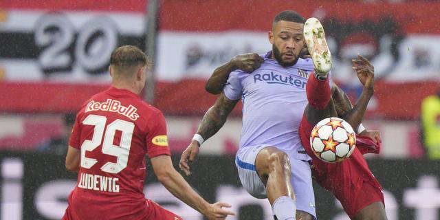 Eerste nederlaag Barça in voorbereiding, Ziyech en Bergwijn scoren in derby