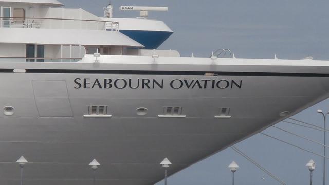 Cruiseschip Seabourn Ovation voor het eerst in Rotterdam