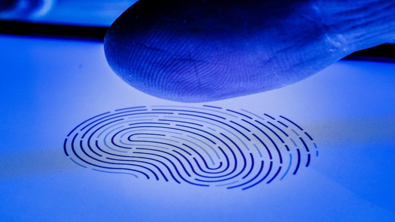 Politie mag in beslag genomen smartphone ontgrendelen met vinger verdachte - NU.nl