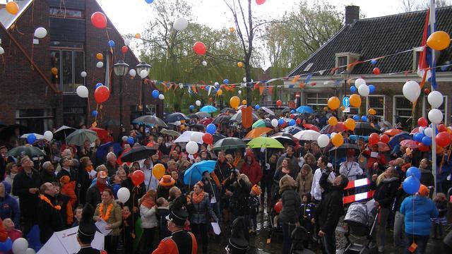 Moerdijkse dorpen vieren Koningsdag