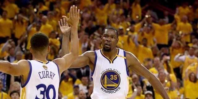 Sterspelers Curry en Durant langer bij NBA-kampioen Golden State Warriors