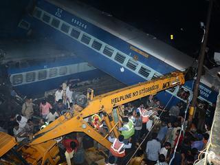 Vijf treinstellen raakten van de rails