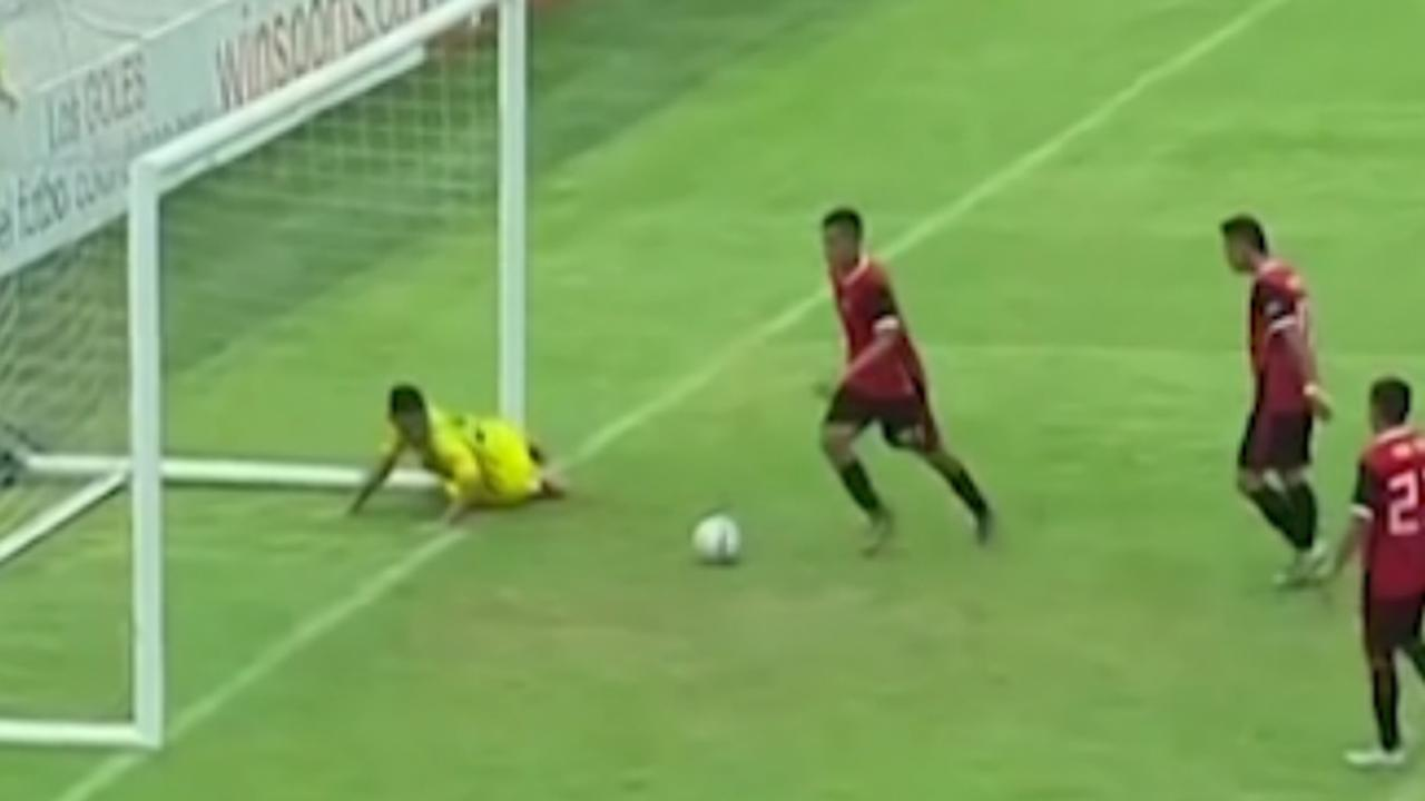 Colombiaanse speler maakt 'Maradona-achtig' doelpunt in derby
