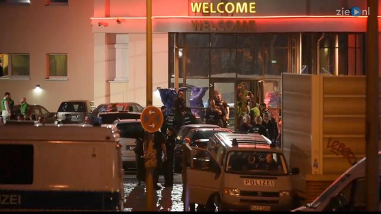 Honderden agenten vallen Berlijns bordeel binnen