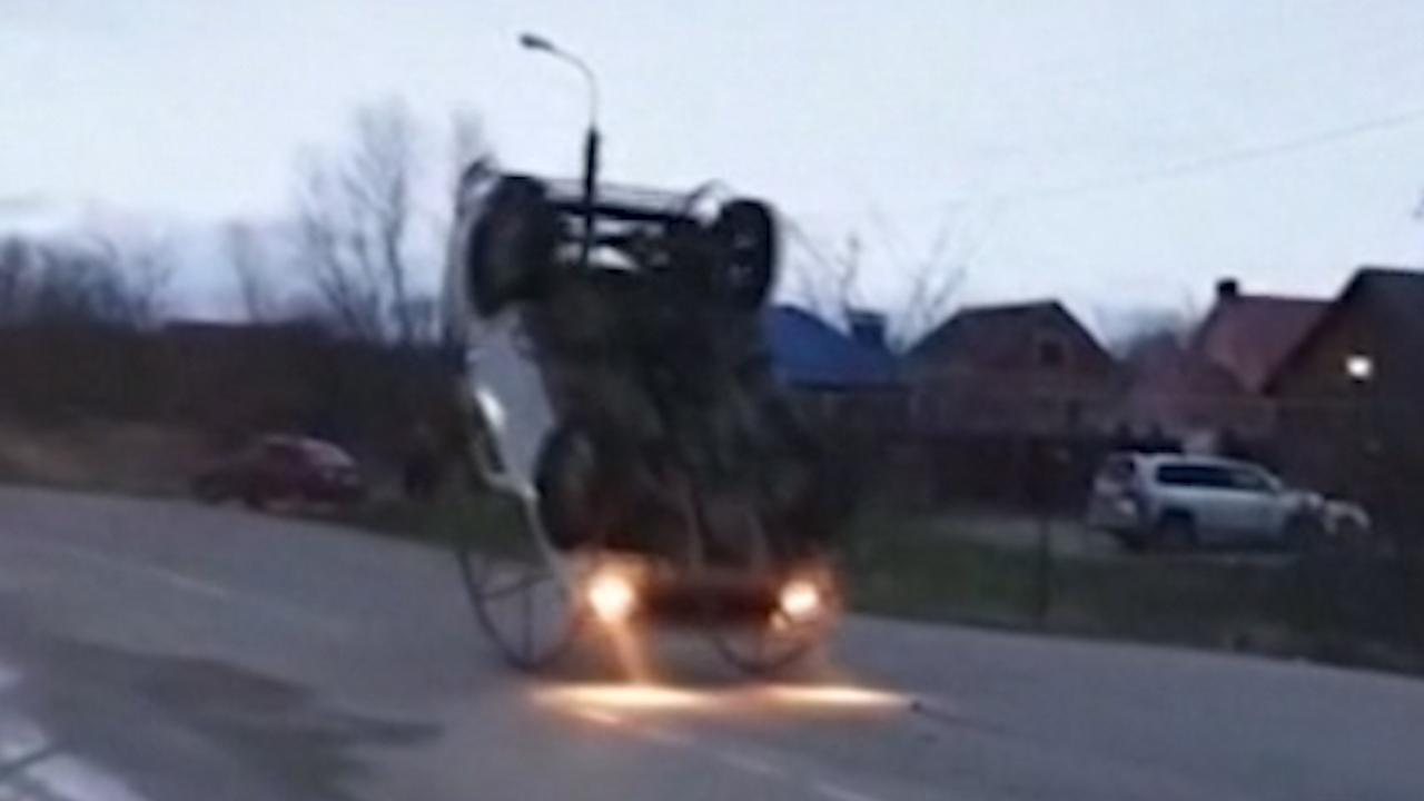 Deze Russische Lada kan koprol maken