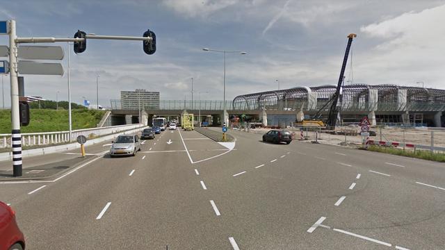 Auto veroorzaakt schade op Duinluststraat na rijden met hoge snelheid