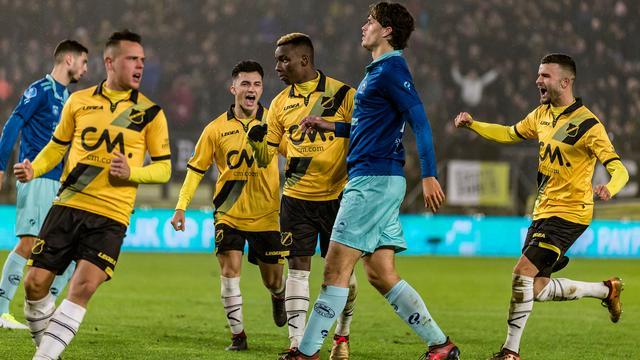NAC wint dankzij dubieuze penalty's, concurrent Roda verslaat Heerenveen