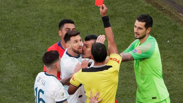 Rode kaart Messi overschaduwt zege Argentinië in troostfinale Copa América