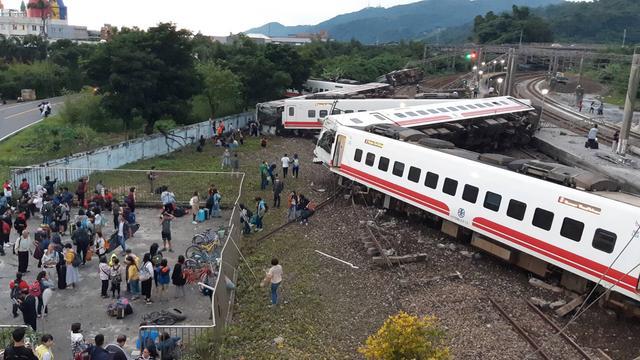 22 doden en 171 gewonden door ontspoorde trein in Taiwan