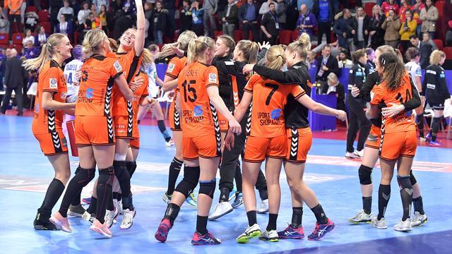 Nederlandse handbalsters na zege op Duitsland naar halve finales EK