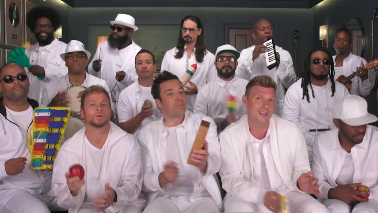 Backstreet Boys spelen 'I Want It That Way' met speelgoedinstrumenten