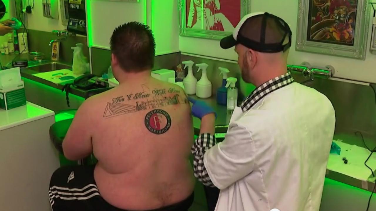 Fans laten Feyenoord vereeuwigen op lichaam