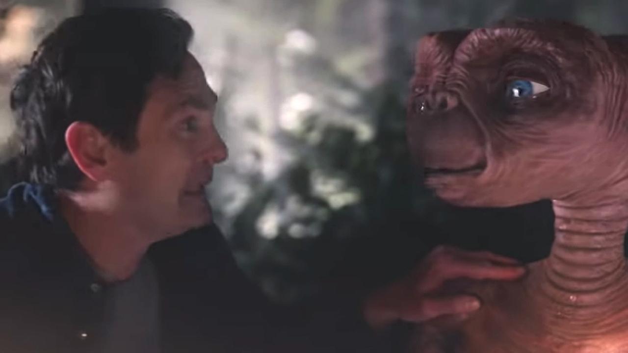 E.T. en volwassen Elliott na jaren herenigd in Amerikaanse reclame