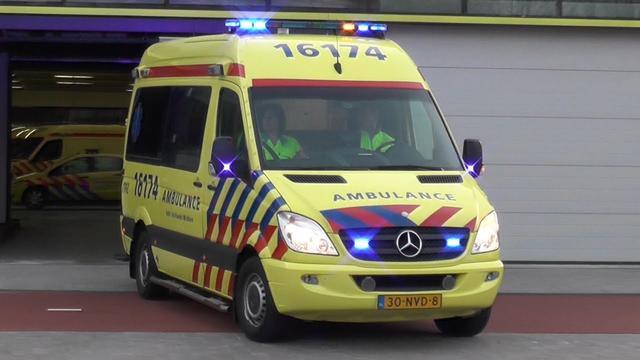 Fietser ernstig gewond na val op Jan van Galenstraat