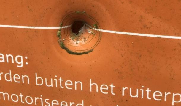 Kogelgat aangetroffen bij toegangsbord Ulvenhoutse bos