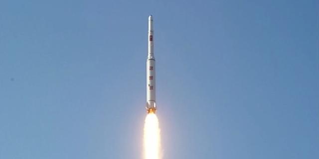 'Satelliet Noord-Korea tuimelt stuurloos door de ruimte'