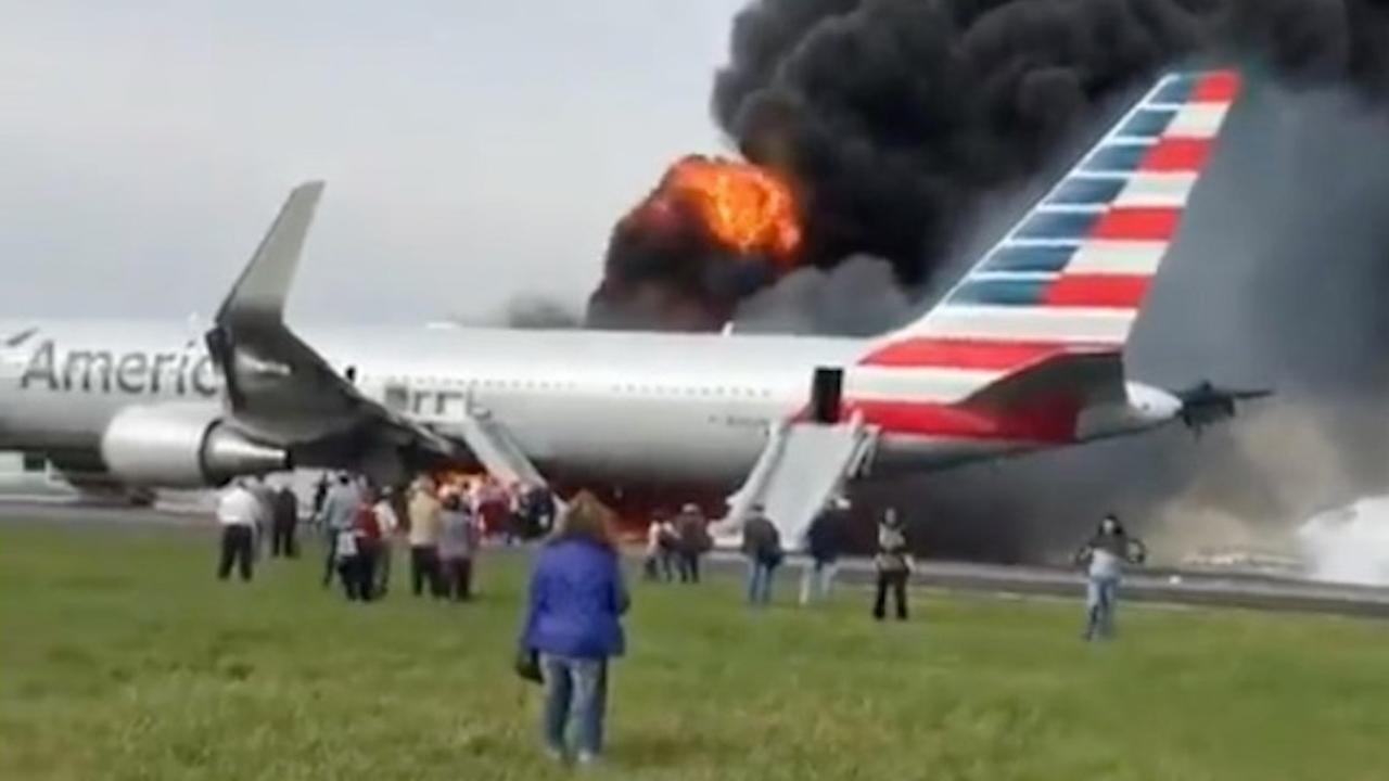 Vliegtuig in brand op vliegveld Chicago