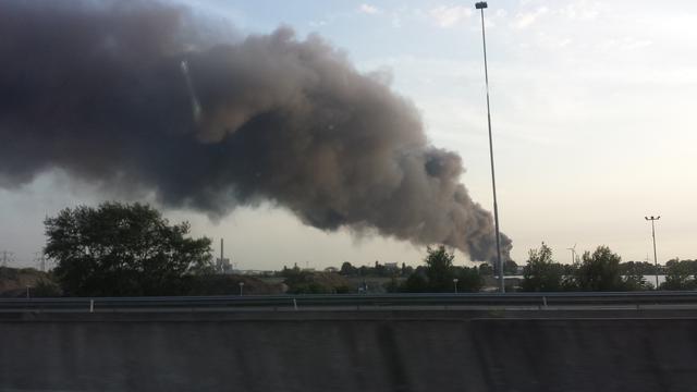 Brand afvalverwerker in Amsterdams havengebied geblust