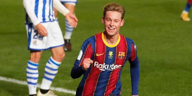 De Jong blinkt uit bij Barça: 'Een van compleetste middenvelders ter wereld'