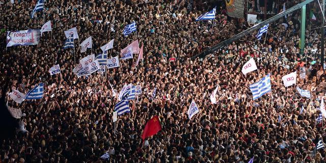 Tienduizenden Grieken gaan straat op in aanloop naar referendum