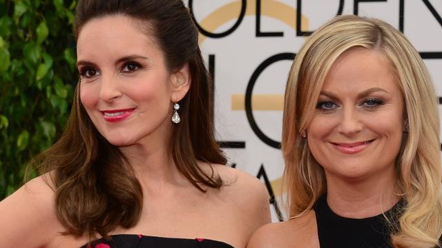 Tina Fey en Amy Poehler delen Emmy voor beste gastactrice